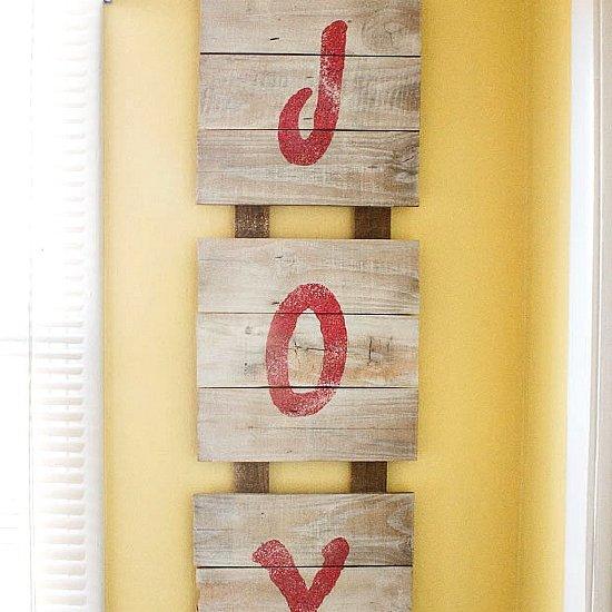 fence board christmas sign   dwellinggawker