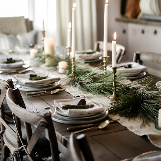 10 Beautiful Christmas Tablescapes